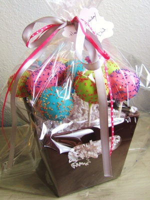 Colorful cake pops with cute packaging!