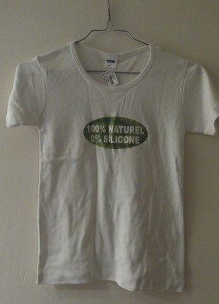 À vendre sur #vintedfrance ! http://www.vinted.fr/mode-femmes/hauts-and-t-shirts-t-shirts/26304208-petit-t-shirt-avec-manches-courtes-blanc