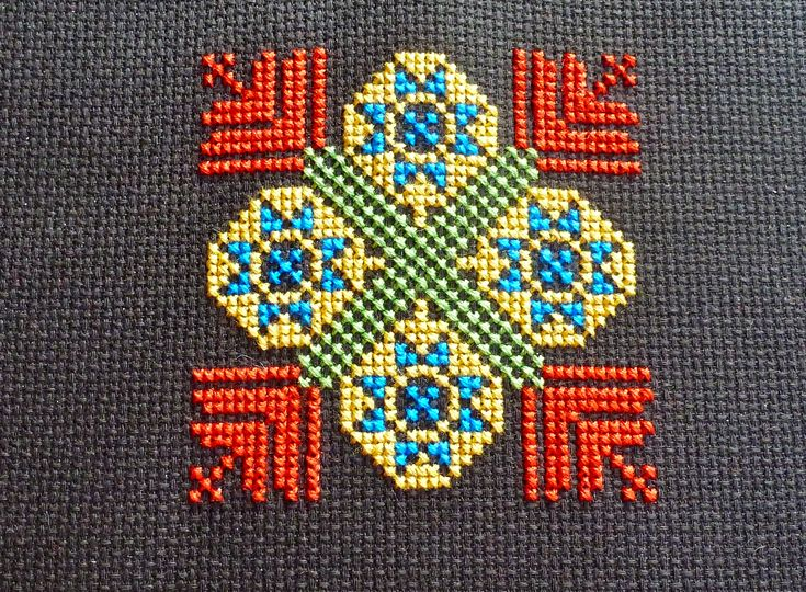 Palestinian embroidery | Disc of Stars Kohl Holder needlepoint Palestinian Embroidery