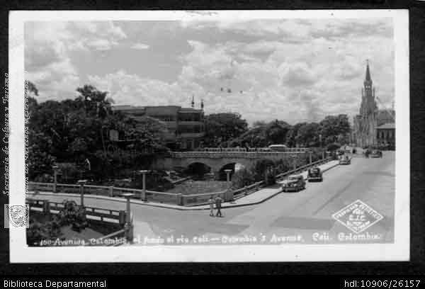 Avenida Colombia.Al fondo de observa el Puente Ortíz y la Ermita. Santiago de Cali,1940.FOTO C.J.C.. Avenida Colombia y 500092. SANTIAGO DE CALI: Biblioteca Departamental Jorge Garces Borrero, 1940. 9X14.