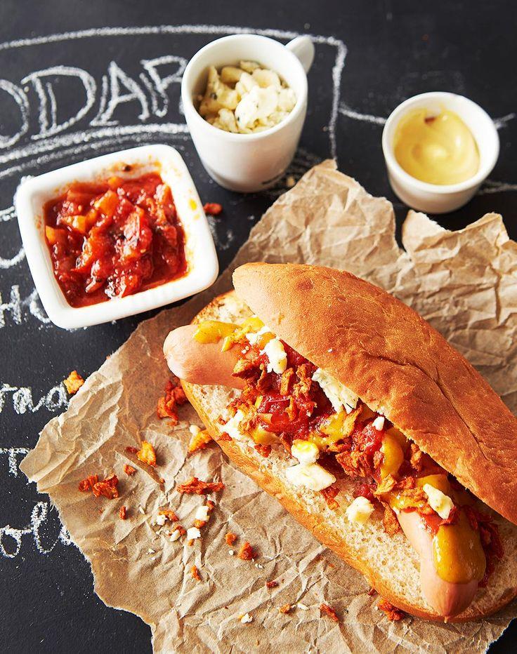 Hot dog -sämpylät // Hot Dog Buns Food Timo Linnanmäki Style Eeva Kolu Photo Timo Villanen Maku 3/2014, www.maku.fi