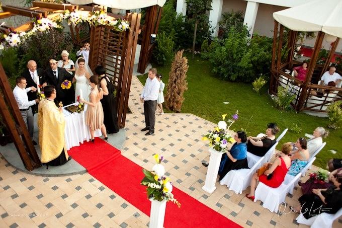 Arcada de ceremonii de la Salon du Mariage Toujours L'Amour. Un loc ideal atat pentru cununiile civile cat si pentru cele religioase.  www.salondumariage.ro