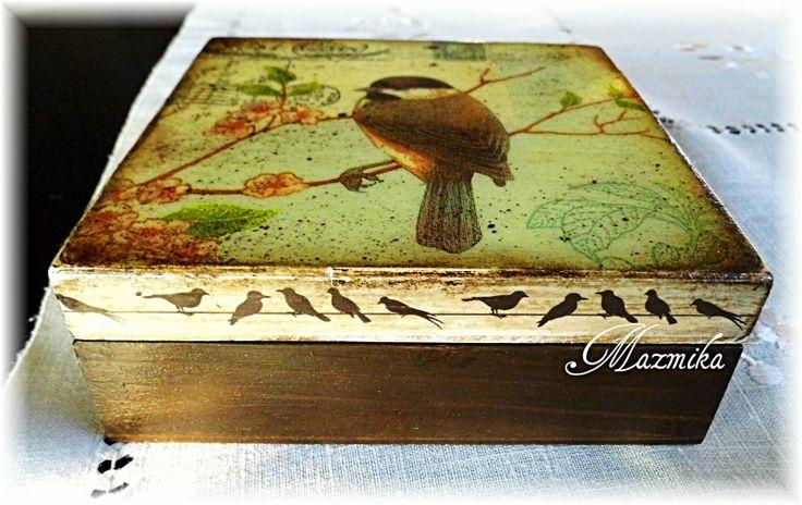 Pierwszy wiosenny ptaszek-pudełko The first spring bird-box