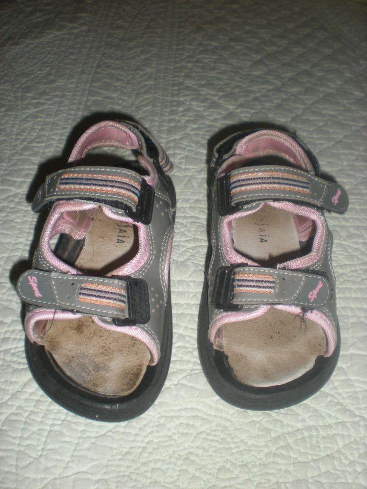 http://www.ebay.fr/itm/Sandalettes-ouvertes-grises-et-roses-pour-fille-Pointure-28-/351187985683?pt=FR_YO_Bebe_ChaussuresChaussons