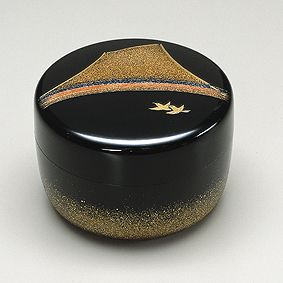 Maki-e lacquer tea caddy by National Living Treasure of Japan, Shogyo OBA (1916~2012)