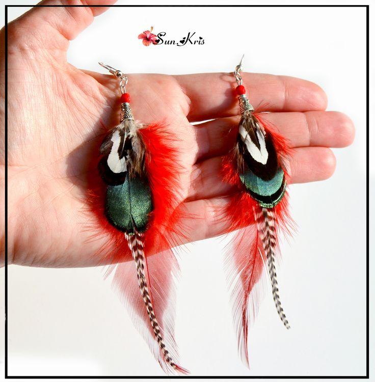 Boucles d'oreilles plumes ethniques faisan coq grizzly Rouge Vert bijoux de plumes : Boucles d'oreille par sunkris