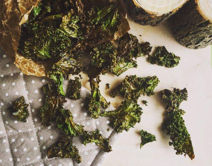 Fodros- vagy leveles kel, angolul kale - egy itthon kevésbé kapható káposztaféle. Hogy hogyan készül belőle ropogós, finom, egészséges chips? Ezt mutatom most meg!
