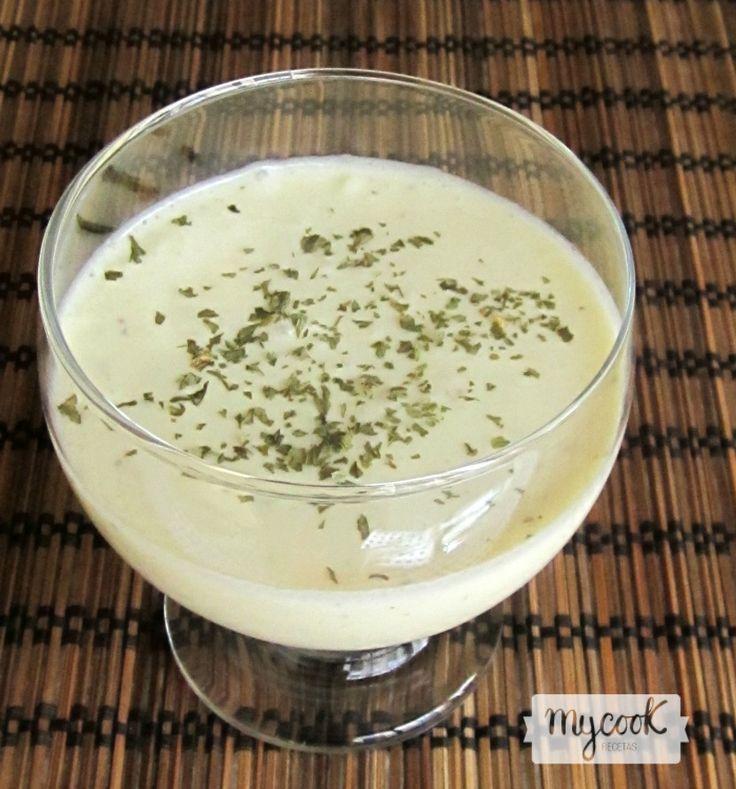 Crema fría de puerros Vichyssoise baja en grasa - http://www.mycookrecetas.com/crema-fria-de-puerros-vichisoyse-baja-en-grasa/