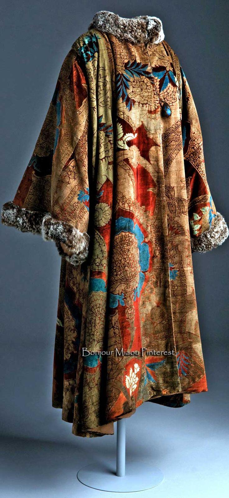Coat, Fortuny. Museo del Traje via Amigos del Museo del Traje