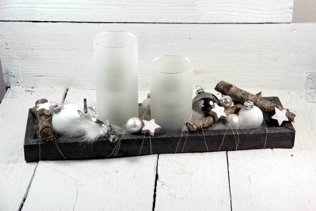 Ein wunderschönes Kerzentablett das sehr natürlich, edel und zeitlos wirkt. Auf dem gräulichen Holztablett sind zwei satinierte Teelichtgläs...