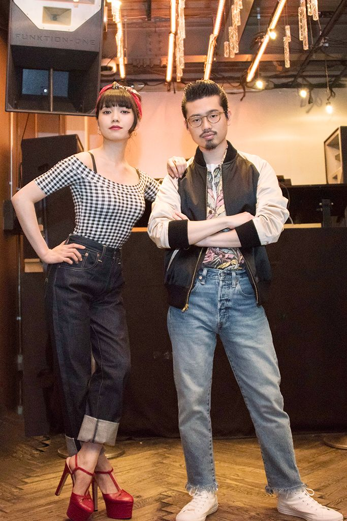 """「LEVI'S(リーバイス)」は5月20日、ジーンズの143回目の誕生日を記念したイベント""""Levi's ROCK WITH YOU JEANS BIRTHDAY NIGHT""""を渋谷の「ウーム(WOMB)」で開催した。 イベントは、MCにJ-WAVEのラジオ番組""""ROCK WITH YOU""""のナビゲーターを務める二階堂ふみと邦ロックバンドOKAMOTO'Sのベーシストであるハマ・オカモトを迎え、4月1日に公開された「リーバイス」の定番デニム""""501""""に焦点を当てたムービー3部作の続編となる、エピソード4""""JAPAN""""をプレミア上映。上映後には、DJ MUROやオカモトレイジが登場し、邦ロックバンドSuchmosによるLIVEも披露された。"""