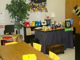Ahhh, teacher desk or no teacher desk, I'm still trying to decide.  This one's so cute!