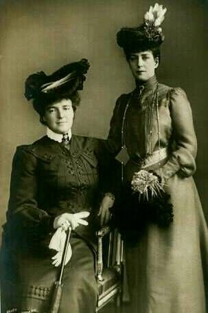 Queen Amélie of Portugal with Queen Alexandra of the United Kingdom.