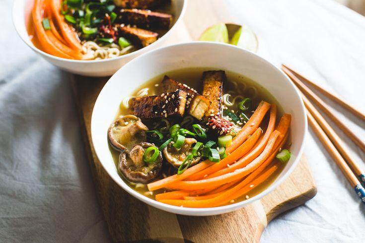 Vegan ramen (Japanse noedelsoep) Ultiem comfortfoodsoep - met noedels kun je nooit fout gaan. Het lekkerste wanneer je het zelf maakt!