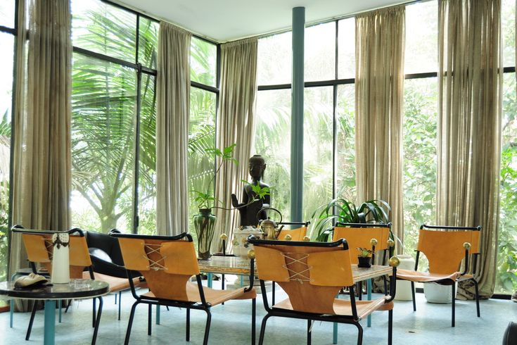 Decorated with modernist furniture, paintings, sculpture and the Bardis' collection of Brazilian folk art, the house is open to the public for seasonal art exhibitions.