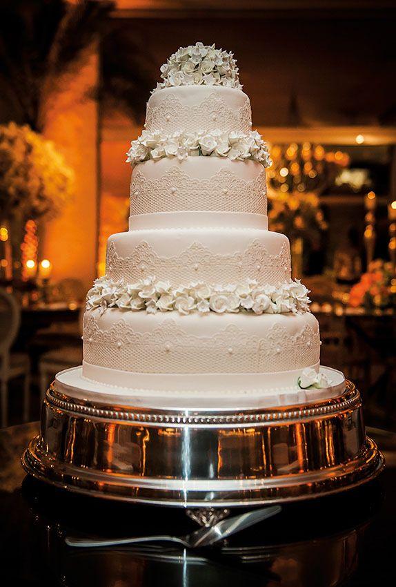 Bolo de Ivanilda Pinheiro Cake Designer para o casamento de Júlia e André foi publicado no Euamocasamento.com e as fotos são de Rafael Porto. #euamocasamento #NoivasRio