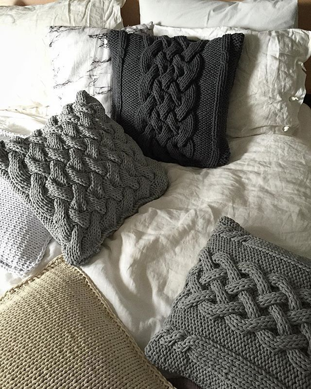 Poduszkowy nadmiar ? Eeee  nigdy nie są w nadmiarze  . . . #pillow #pilkows #poduszki #pillowcase #handmade #knitt #knitting #knittingpillow #grey #home #homedecor #homedecoration #interiors #scandi #skandynawskie #oldschool #rękodzieło #manufaktura_splotòw #madewithlove #