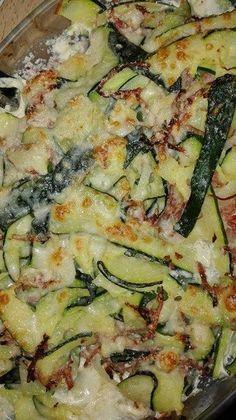 Merci nathou050773 de nous faire partager cette recette Ingrédients pour 6 parts: 30 g de parmesan 4 sp 150 g de râpé de jambon 4 sp 200 ml de crème fraiche à 4% 6 sp 5 courgettes 2 oignons sel poi…