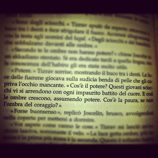 """""""La maschera e le tenebre""""   di Jacqueline Carey."""