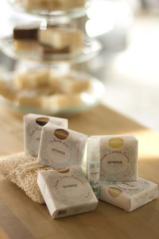 Jabones Artesanales & Aceite - elaborados bajo el método Marsella - aceite relajante y estropajo de henequén natural $422.00