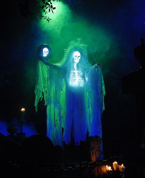 projection ghost by Halloween Forum member AuraofForeboding