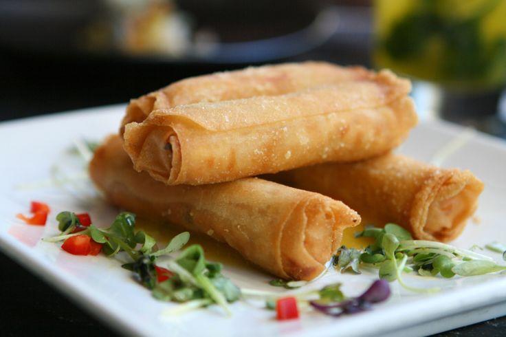 Les fameux Egg rolls (ou pâtés impériaux) sont une vraie petite merveille de la cuisine asiatique qui est très facile à préparer à la maison.