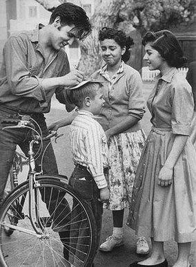 """Para fechar o Dia Sem Carro, comemorado em 22 de setembro, os simpatizantes pela causa e/ou apaixonados em pedalar podem se juntar a mais uma edição da Bicicletada que acontece na avenida Paulista. A concentração dos participantes começa às 18h nana praça do ciclista, localizada na altura da rua Bela Cintra. De lá, todos partem...<br /><a class=""""more-link"""" href=""""https://catracalivre.com.br/geral/sustentavel/indicacao/bicicletada-no-dia-sem-carro/"""">Continue lendo »</a>"""