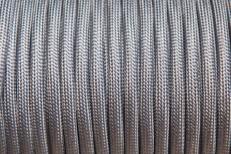 Rendelj tilka ezüst retro textilkábelt méterre vagy kérd design lámpaként. tilka.hu