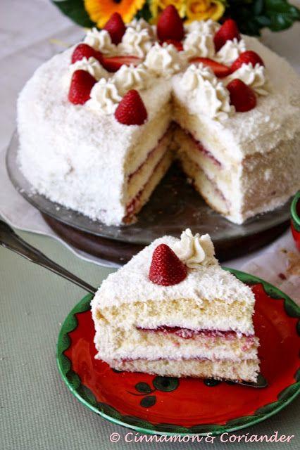 Diese Erdbeer Kokos Torte schmeckt wie ein riesen Raffaello! Fruchtiges Erdbeer Kompott macht diese Torte zu einem sommerlichen Buffet-Start!