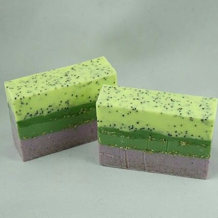 Gardener's Soap. Perfect Exfoliation. Poppyseed.Apricot Shells.Oatmeal. 3 essential oils.