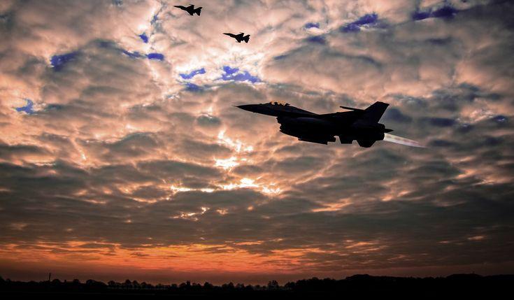 Nachtvliegen F 16's in 2018