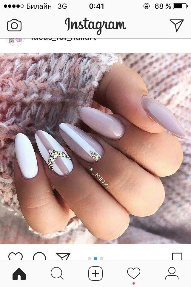 Schöne rosa und weiße Nägel – Minimalist