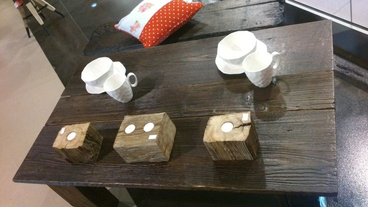 """Kolekcja """"Natural Wood"""": stół, świeczniki i ławka, do nabycia na www.h-design.pl"""