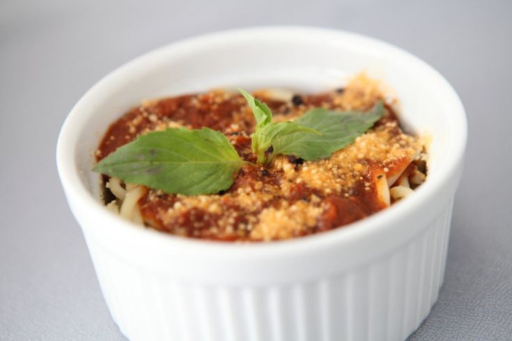 Warum nicht einfach mal Nudeln Bolognese überbacken? Dieses Rezept zeigt, wie es funktioniert. #nudeln #bolognese