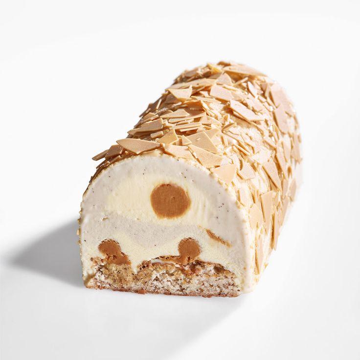 Bûche glacée Brun Café de Jérémie Runel (La Fabrique Givrée) : moelleux noisette, streusel noisette, glace crème brûlée, glace café, caramel fondant et éclats de chocolat Dulcey.
