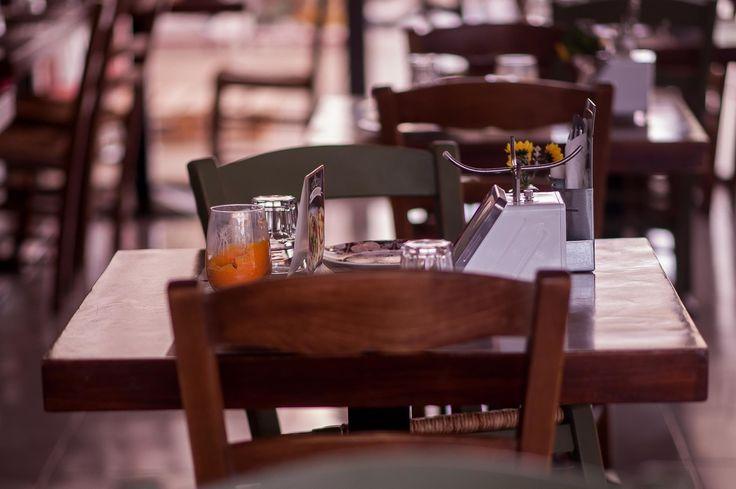 Οι Έλληνες έχουμε συνδέσει τις χαρές μας με το σπιτικό φαγητό. το ποιοτικό κρασί και την καλή παρέα. Γιαυτό αναζητούμε πάντα ένα καλό στέκι το οποίο θα φέρει την οικεία ατμόσφαιρα και τα αρώματα της δικής μας κουζίνας. Στον Zahouli θα αισθανθείτε σαν το σπίτι σας. Γι αυτό Ξανά και ξανά Zahoulis ! #happymeal #zahoulisglyfada #zahoulisargyroupoli #foodlover #souvlaki Κονδύλη Γεωργίου 7 Γλυφάδα Δευτ-Κυρ 12:00 πμ - 01:00 πμ 30 210 8942343  Γερουλάνου 54 Αργυρούπολη Δευτ-Κυρ 12:00 πμ - 01:00 πμ…