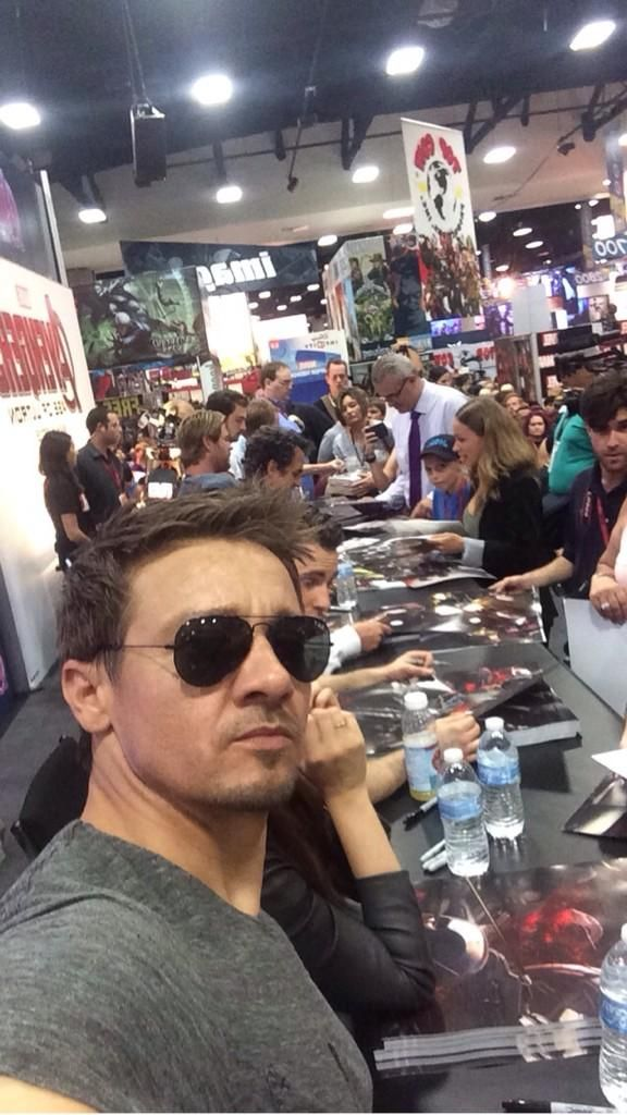 Jeremy Renner selfie with Avengers cast behind x)
