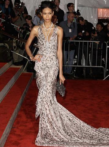 Шанель иман в платье фото