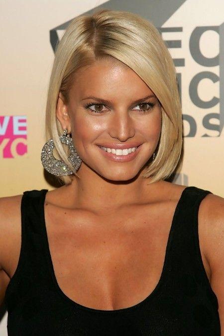 Straight Blonde Bob Haircut for Women: Jessica Simpson's Short Bob Hairstyle