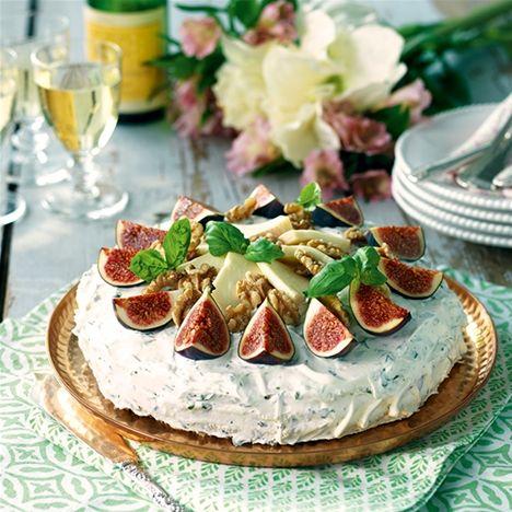 Smörgåstårta vegetarisk med taleggio, valnötter, fikon
