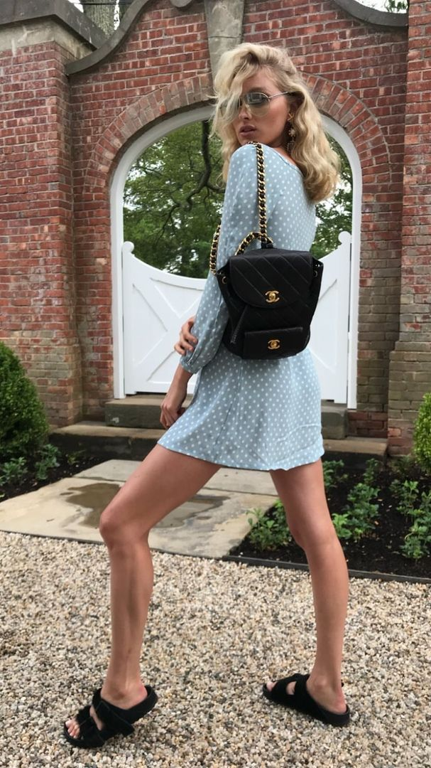 Elsa Hosk is keeping up with the current trends! – lindsey grey