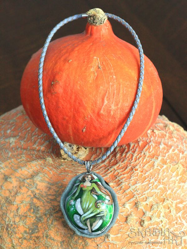 Stone necklace ornamented with a hand-painted little fairy Absynthia. Absynthia likes to leave spring away and sprinkle lucky stars around.