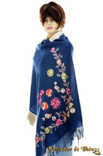 Pashmina Xale Echarpe Bordada Com Peônias Sobre Fundo Azul. Envolva-se E Mostre Sua Elegância Com Esta Bela Peça.