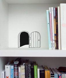 toca 02. adesivo de parede: toca de rato. Criado por Leo Conrado.