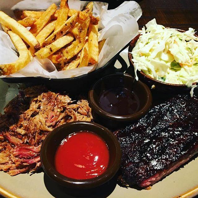 カンザスシティのBBQは一番有名だと聞きましたから、友達と食べに行きました!すごく美味しかったー 😍🥄😁 #バーベキュー #肉 #美味しい #おいしい #うまい #すごく美味しい #食べたい #外食 #仕事後 #アメリカン料理 #먹고싶어 #배고파 #아메리카 #barbeque #foodporn #foodstagram #foodie #hungry #delicious #Kansascity #q39 #yummy