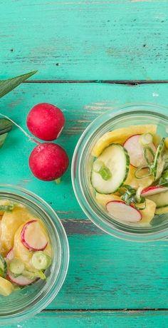 Veganer Kartoffelsalat mit Essig & Öl - das REWE-Rezept zeigt Ihnen eine neue Interpretation des Salat-Klassikers: Viel Geschmack auch ohne tierische Produkte »  https://www.rewe.de/rezepte/veganer-kartoffelsalat-mit-essig-und-oel/