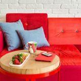 sofa z kolorowymi guzikami, proj: PEPE KATARZYNA RATYŃSKA