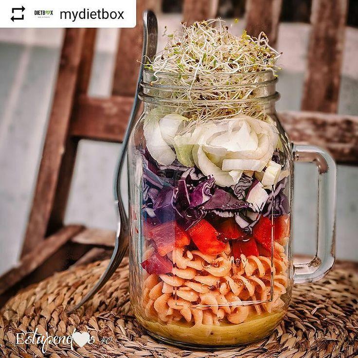 RECETA EN EL BLOG DE DIETBOX #Repost @mydietbox with @instatoolsapp   Ensalada de pasta de lentejas rojas en un tarro  . Ingredientes para 1 tarro: . - 75g de fusillis de lentejas rojas ecológicas @Natursoy - 1 pimiento rojo - 1 endivia -  de col lombarda - 1 puñado de brotes de alfalfa - 1 cucharadita de gomasio - Aceite de sésamo - Salsa de mostaza y miel @Naturalzerospain .  El paso a paso de esta receta saludable y muchas más by @helenagdrv en nuestro BLOG! .  . http://ift.tt/2h8Nkca