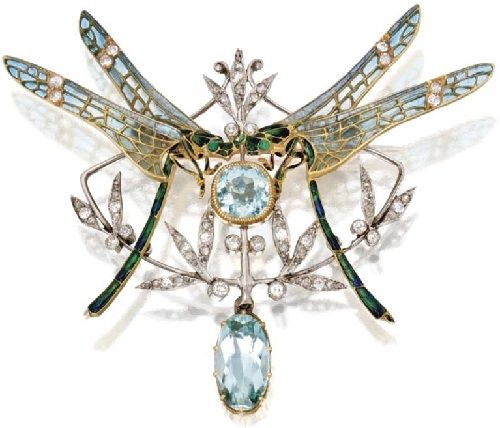 Art Nouveau Jewellery made in vitreous enamelling technique Plique-a-jour. Gold, platinum, aquamarine and diamond dragonfly pendant brooch, France, circa 1900