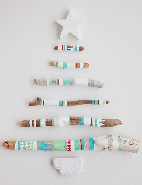 木の枝でクリスマスツリーを作る方法